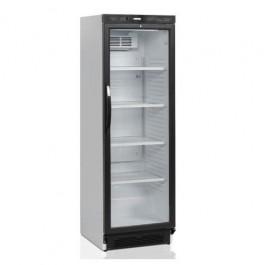 klaasuksega külmkapp
